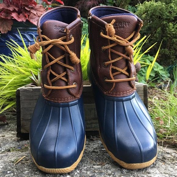 Saltwater Duck Boots Navy Brown Sz 8